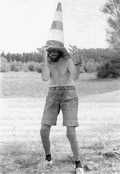 """Julio Cortazar fotografiado por Carol Dunlop en la autopista París - Marsella, Francia 1982.  Germen de """"Los Autonautas de la Cosmopista"""""""