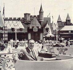 Walt Disney enjoying the Mad Tea Party attraction at Disneyland Old Disney, Disney Love, Disney Magic, Disney Stuff, Disneyland Opening Day, Disneyland Park, Disneyland History, Disneyland Today, Walt Disney Quotes