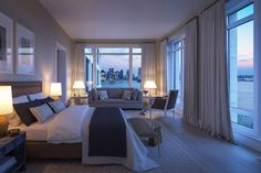 A simetria, proporção e requinte de cada apartamento é evidente com o movimento da luz natural e do espaço amplo.