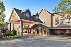 Stoney Creek Hotel & Conference Center - Columbia Columbia (Missouri) Located less than 3 miles south of the University of Missouri campus, this Columbia, Missouri hotel serves a daily continental breakfast to all guests. Each guest room is equipped with free Wi-Fi.