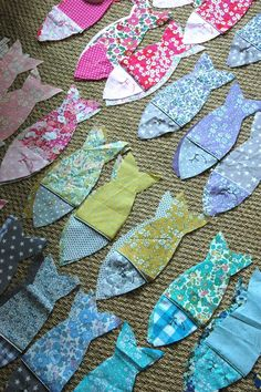Célestine & compagnie - Page 2 - Célestine & compagnie Fabric Toys, Fabric Art, Fabric Scraps, Fabric Storage, Storage Bins, Scrap Fabric Projects, Sewing Projects, Fish Crafts, Diy And Crafts