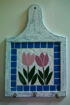 mutfak askılık Mosaic Garden Art, Mosaic Tile Art, Mosaic Artwork, Mosaic Glass, Mosaic Art Projects, Mosaic Crafts, Easy Mosaic, Mosaic Furniture, Mosaic Flowers