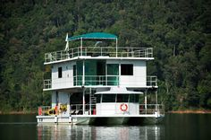If you are after something a little more unusual, why not book a room on the resort's houseboat!