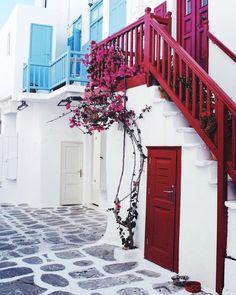 "463 Me gusta, 18 comentarios - Mariana Carletti Fotografa (@marianacarletti) en Instagram: ""M Y K O N O S , Grecia 🇬🇷 Que tannnnn bonito puede ser un lugar!?! 💙 #mariandeviaje"""