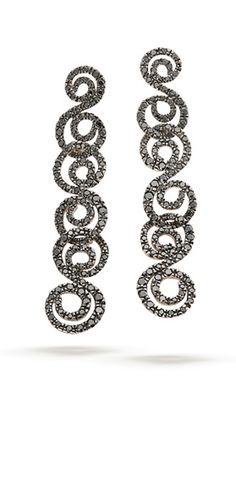 Par de Brincos de Ouro Nobre 18K polido com diamantes negros e acabamento escurecido
