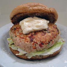 Super Healthy Tuna Burgers With Lemon Garlic Mayonnaise from Food.com: Make healthy burgers out of canned tuna, and spice them up with a lemon garlic mayonnaise! Use whole wheat sandwich thins and low fat mayonnaise to bring this down to 250 calories per burger. Turkey Burger Recipes, Tuna Recipes, Salmon Recipes, Cooking Recipes, Healthy Recipes, Healthy Foods, Tuna Burgers, Turkey Burgers, Veggie Sandwich