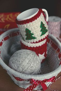 Christmas crochet mug cozies ~ Unable to locate pattern. ~ Pinned for…