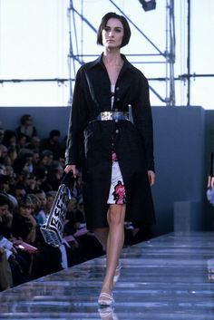 Louis Vuitton RTW Spring 2001 [Photo by WWD Archive]