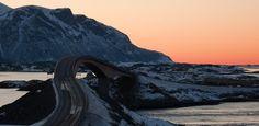 Noruega tem estrada que parece sumir no céu