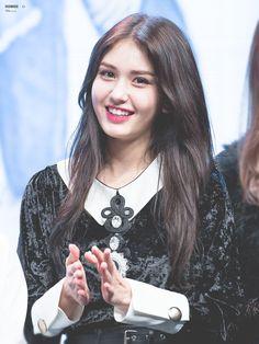 somi ‧̣̥̇ ex-i.o.i ♡. Jeon Somi, Cute Korean, Korean Girl, K Pop, Oppa Gangnam Style, Pre Debut, Kim Sejeong, Portraits, Beauty Full Girl