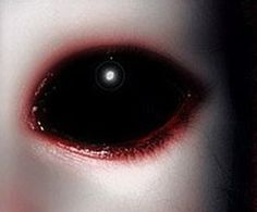 """inquadratura di una tavola Black Eyed Kids- These """"creatures"""" have no white corneas, no colorful irises, just a pair of big, black, shark-like eyes. Black Eyed Kids, Black Contact Lenses, Creepy Eyes, Spooky Eyes, Scary, Alien Races, Aliens And Ufos, Ex Machina, Cryptozoology"""
