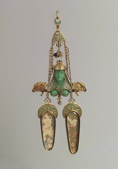 Pendant brooch. Georges Fouquet and Alphonse Mucha, ca. 1900. Gold, enamel, mother of pearl, emerald, colored stone, gold paint. For Sarah Bernhardt.