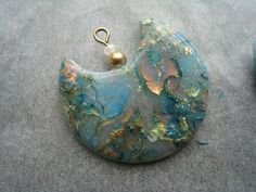 Mokume opale - pendant by meridienHC. Polymer clay. Tutorial (in French) on the site.