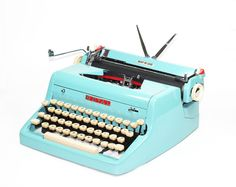 Vintage 1955 Turquoise Quiet De Luxe Manual Typewriter from BMTvintage on Etsy. $425