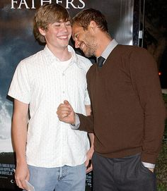 """Paul Walker & his younger brother Cody posed together at the """"Flags of Our Fathers"""" premiere in LA in Paul Walker Family, Cody Walker, Rip Paul Walker, Flags Of Our Fathers, Paul Walker Pictures, Celebrity Siblings, Fast And Furious, Celebrity News, Beautiful Men"""