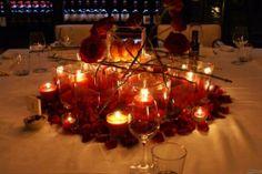 Un fantastico #centrotavola con petali #rossi