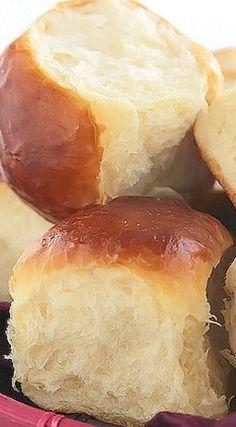 The post Ultra Fluffy Milk Bread Rolls 2019 appeared first on Rolls Diy. Fluffy Dinner Rolls, Homemade Dinner Rolls, Dinner Rolls Recipe, Homemade Breads, Homemade Yeast Rolls, Sweet Dinner Rolls, No Yeast Dinner Rolls, Bread Machine Recipes, Bread Recipes