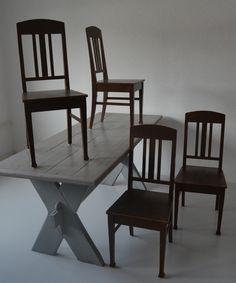 Pohjanmaalta 4 jugend-tuolia 1900-luvun alkuvuosilta.  Kaikki tuolit ehjiä, alkuperäiskuntoisia, luonnollista kulumaa.