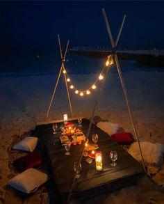 Romantic Home Dates, Romantic Date Night Ideas, Romantic Surprise, Romantic Beach, Romantic Getaway, Romantic Dinner Setting, Romantic Dinners, Night Picnic, Beach Picnic