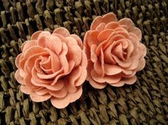 handmade pink fabric flowers. adorable.