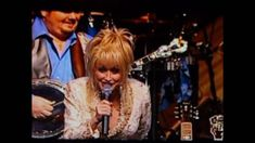 Dolly Parton ( Rocky Top ) - When I was in college, I had a part-time job at a country bar, The Evening Inn. This song always reminds me of that time, lol. Country Music Videos, Country Music Stars, Country Songs, Country Bar, Tennessee Waltz, East Tennessee, Bluegrass Music, Yesterday And Today, Dolly Parton