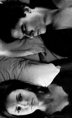 The Vampire Diaries - Damon Salvatore - Elena Gilbert - TVD Vampire Diaries Damon, Serie The Vampire Diaries, Vampire Diaries Wallpaper, Vampire Daries, Vampire Diaries The Originals, Damon Salvatore, Delena, Ian Somerhalder, Damon Und Elena