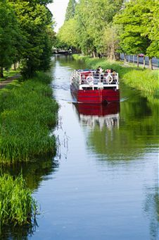 River boat on Grand Canal in Dublin Ireland... i wanna be there... where is my doraemon??
