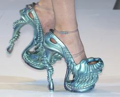 I wouldn't know what to do with a pair of these alien shoes, but they look so neat.
