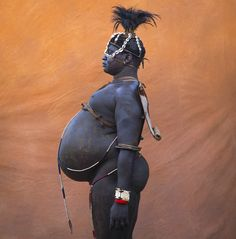 Bodi tribe fat man, Kael, Omo Ethiopia by Eric Lafforgue. Eric Lafforgue, Tribes Of The World, We Are The World, People Around The World, African Tribes, African Countries, African Art, Out Of Africa, East Africa