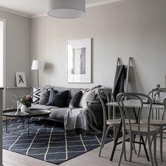 Birger Jarlsgatan 104 I For @fastighetsbyran_ostermalm Foto @clearcutfactory Styling @stylingbolaget #stylingbolaget #homestaging #homestyling #inredningsinspiration #inredningsinspo #interiorinspiration #interiorinspo #homeinspo #homedecoration #houzzse #livingroom #livingroomdecor #livingroominspo #vardagsrum #vardagsruminspo #interiordesign #scandinaviandesign #scandinavianstyle #scandinavian #interior123 #scandinavianinterior