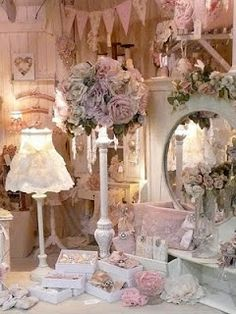 The Shabby Chic décor style popularized by Rachel Ashwell and Arhaus seeks to have an opulent vintage look. Shabby Chic furniture is given a distressed look by covered in sanded milk paint. Shabby Chic Style, Cocina Shabby Chic, Casas Shabby Chic, Shabby Chic Mode, Muebles Shabby Chic, Estilo Shabby Chic, Chabby Chic, Shabby Chic Interiors, Shabby Chic Bedrooms