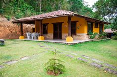 Pernambuquinho Ceará is beautiful and has lots of hotels. Ofcourse we are only looking for the best hotels in Pernambuquinho Ceará. Village House Design, Village Houses, Rustic Houses Exterior, Mexico House, Rest House, Rural House, Beste Hotels, Hacienda Style, Top Hotels