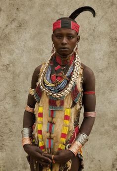 Africa | Portrait of a Hamer woman. Ethiopia | © Thomas Miller.