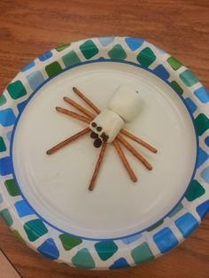 Edible spiders! Love this idea for fusing learning with food. Students use content specific vocabulary to build their spider. They can eat it AFTER they prove they know all the parts of a spider. CUTE!