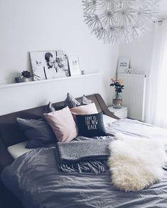 WEBSTA @ _sonjas_picturebook - |bedroom| - Ich habe euch ja berichtet, dass ich unser Schlafzimmer ein bisschen umgestalten will, hier ist das vorläufige Ergebnis! Es fehlt noch eine Decke in rose, die habe ich schon bei @cozzzymozzzy in Auftrag gegeben und eine schöne Lampe vielleicht noch... Wie gefällt es euch? Ansonsten waren die Maus und ich heute nur daheim, sie ist endlich wieder ganz fit und es war der erste Tag, an dem ich sie nicht den halben Tag getragen habe (13 kg sind nicht…