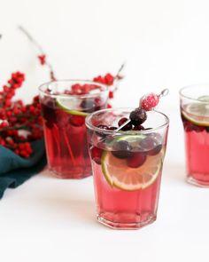 Cranberry Margarita, White Cranberry Juice, Cranberry Juice Cocktail, Pitcher Margarita Recipe, Margarita Recipes, Drink Recipes, Cranberry Mojito Recipe Pitcher, Cocktail Recipes, Party Recipes