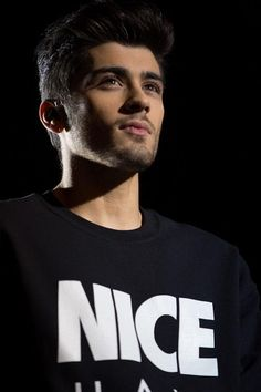 Find images and videos about one direction, and zayn malik on We Heart It - the app to get lost in what you love. Estilo Zayn Malik, Zayn Malik Pics, Zayn Malik 2011, Zayn Malik Tumblr, Liam Payne, Harry Styles, Zany Malik, Rebecca Ferguson, Outfits Hombre