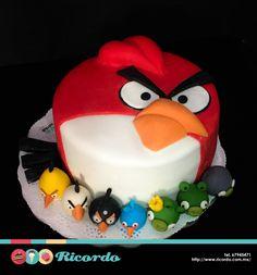 #MiercolesDeGaleria  Angry Birds  Pastel de fondant de los divertidos personajes de Angry Birds.  #catalogoRICORDO  #pastel #fondant #fondatcake #AngryBirds