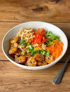 Grilled prawns coated in a honey and chilli sauce served on top of rice with veggies and crispy noodles. Chilli Prawns, Crispy Noodles, Grilled Prawns, Sweet Chilli Sauce, Cooking Recipes, Healthy Recipes, Fresh Coriander, Rice Bowls