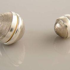 Mıknatıslı Eşarp Aksesuarı mızın mıknatısı eşarpınızda iğne kullanma ihtiyacını ortadan kaldırır. Eşarpınızda  iğne deliklerinden oluşan deformasyon olmaz.