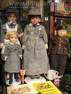 Finnish Martha dolls in Suomenlinna doll museum.