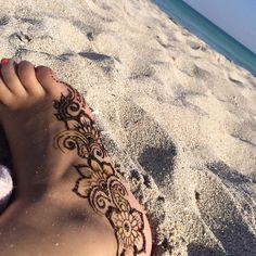 Henna by the Atlantic Ocean in Miami. #Miami #henna #london #hennamiami #vanisha_mua #art #mendhi #love #makeup #sun #breeze