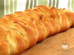 Strudel cu mere impletit Romanian Food, Yams, Baked Goods, Sweet Tooth, Bacon, Deserts, Dessert Recipes, Sweets, Bread