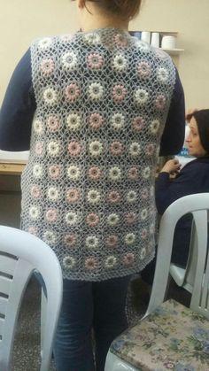 Hand Knitting Women's Sweaters Crochet Coat, Crochet Blouse, Crochet Clothes, Baby Knitting Patterns, Hand Knitting, Crochet Patterns, Crochet Scrubbies, Loose Fitting Tops, Jacket Pattern