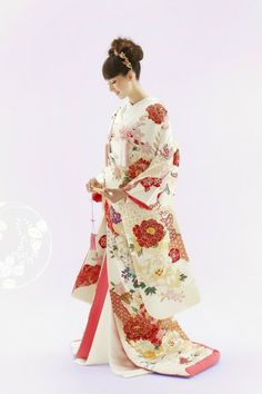 ilo-uchikake: robe style Japanese wedding kimono Traditional Japanese Kimono, Korean Traditional Dress, Traditional Fashion, Traditional Dresses, Japanese Style, Traditional Wedding, Kimono Outfit, Kimono Fashion, Japanese Wedding Kimono