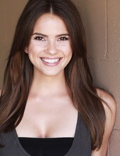 Shelley Hennig as Anna (Anna and the French Kiss) Just needs a blonde streak ;)