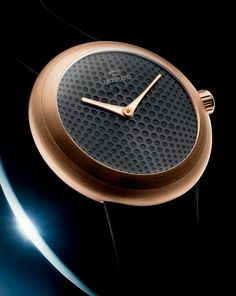 In 1994 Marc Newson founded high end watch company 'Ikepod' in conjunction with businessman Oliver Ike. Years later in 2006 Newson created the Ikepod Horizon watch, a sophisticated timepiece that has a 3-D appearance. I love the rose gold and black colour scheme of this watch and how its rounded shape adds interest whilst still remaining simple and elegant.