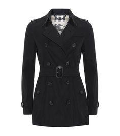 Burberry London The Kensington Short Heritage Trench Coat in Black | Harrods