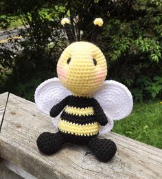 Baby Bumble Bee Amigurumi Crochet Pattern. by LisaJestesDesigns