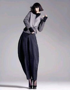 If you're in the market for a pair of voluminous zoot suit pants, then you're in luck! This free sewing pattern for zoot alors pants is a great way to work on pleating and play with proportions.